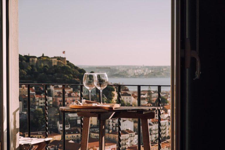 Jak wybrać odpowiednie osłony balkonowe?