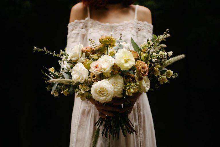 Jak można odpowiednio wybrać dopasowane suknie ślubne?